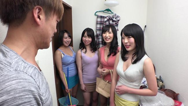 【おっぱい】ミニスカTバックで我が家を掃除しにきて興奮度MAXフル勃起!奥さんの痴女な義妹たちのおっぱい画像がエロすぎる!【30枚】 11