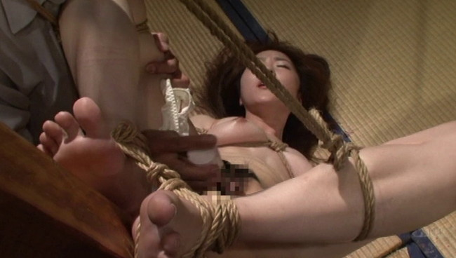 【おっぱい】陥った性の魔窟!醜い欲望で汚される拒絶の裸体!地下牢の倒錯魔の罠に捕らえられてしまった女性のおっぱい画像がエロすぎる!【30枚】 16