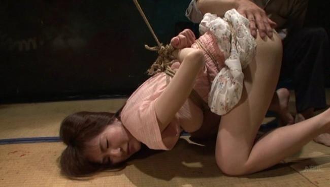【おっぱい】陥った性の魔窟!醜い欲望で汚される拒絶の裸体!地下牢の倒錯魔の罠に捕らえられてしまった女性のおっぱい画像がエロすぎる!【30枚】 18