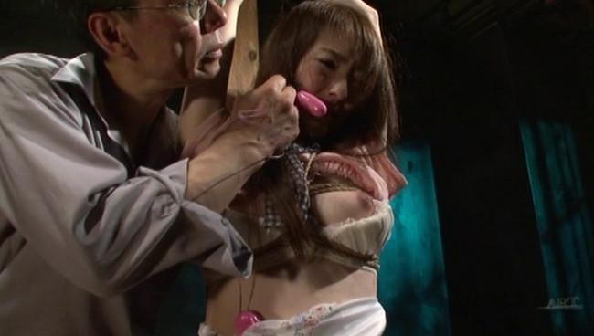 【おっぱい】陥った性の魔窟!醜い欲望で汚される拒絶の裸体!地下牢の倒錯魔の罠に捕らえられてしまった女性のおっぱい画像がエロすぎる!【30枚】 19