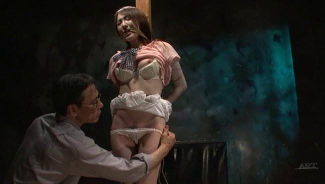【おっぱい】陥った性の魔窟!醜い欲望で汚される拒絶の裸体!地下牢の倒錯魔の罠に捕らえられてしまった女性のおっぱい画像がエロすぎる!【30枚】 24