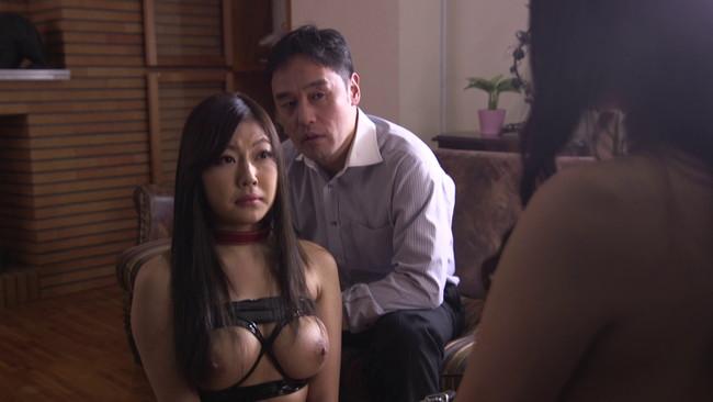 【おっぱい】旦那さんの同僚の男性の秘密を知ってしまったがゆえに、愛人として性奴隷となってしまった人妻さんのおっぱい画像がエロすぎる!【30枚】 13