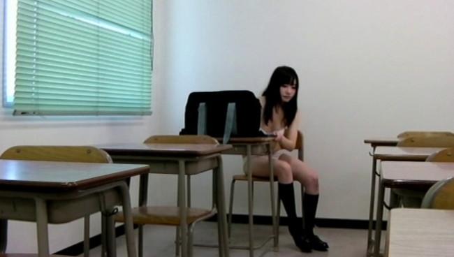 【おっぱい】少女マニアの悪徳教師が撮影した教室内スク水着替え盗撮映像に写り込んじゃった女の子たちのおっぱい画像がエロすぎる!【30枚】 23