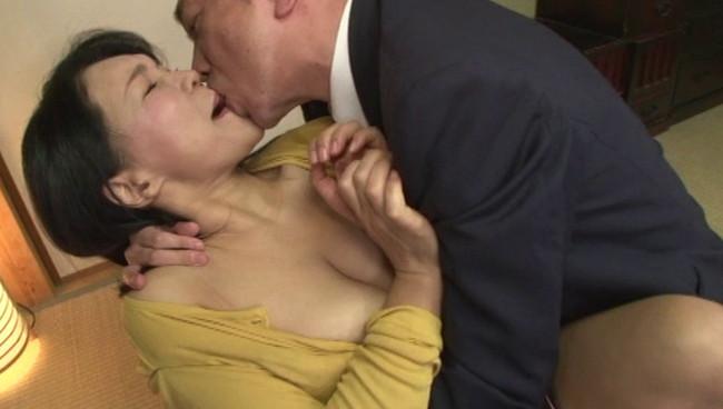 【おっぱい】旦那さんとは10年セックスレスで女を取り戻したくてAV出演に応募してきた五十路の熟女さんのおっぱい画像がエロすぎる!【30枚】 05