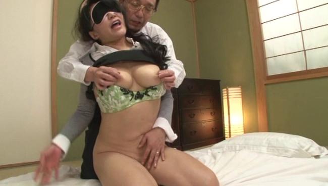 【おっぱい】旦那さんとは10年セックスレスで女を取り戻したくてAV出演に応募してきた五十路の熟女さんのおっぱい画像がエロすぎる!【30枚】 14