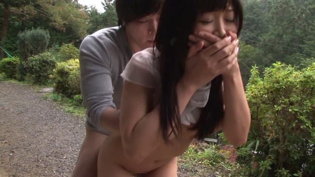 【おっぱい】野外で人に見られながらの過激SEX!丸見えの場所で素っ裸になってひと目も気にせず腰を振りまくる人妻さんたちのおっぱい画像がエロすぎる!【30枚】 19