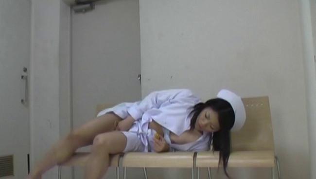 【おっぱい】とある病院の女子更衣室で卑猥な指使いでオナニーにふけっている看護師、ナースさんたちのおっぱい画像がエロすぎる!【30枚】 29
