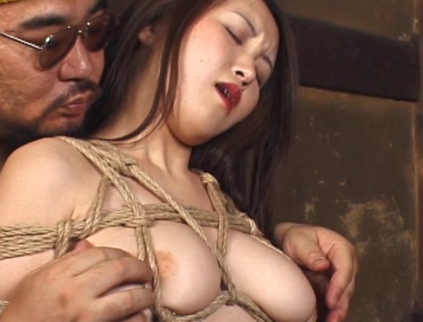 """【おっぱい】緊縛プレイに代名詞でもある""""乳房十文字縛り""""で魅力的なカラダを見せつけてくれちゃっている巨乳な女性たちのおっぱい画像がエロすぎる!【30枚】 07"""