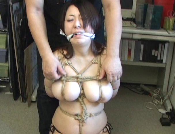 """【おっぱい】緊縛プレイに代名詞でもある""""乳房十文字縛り""""で魅力的なカラダを見せつけてくれちゃっている巨乳な女性たちのおっぱい画像がエロすぎる!【30枚】 08"""