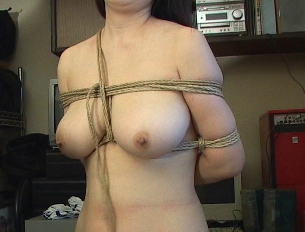 """【おっぱい】緊縛プレイに代名詞でもある""""乳房十文字縛り""""で魅力的なカラダを見せつけてくれちゃっている巨乳な女性たちのおっぱい画像がエロすぎる!【30枚】 14"""