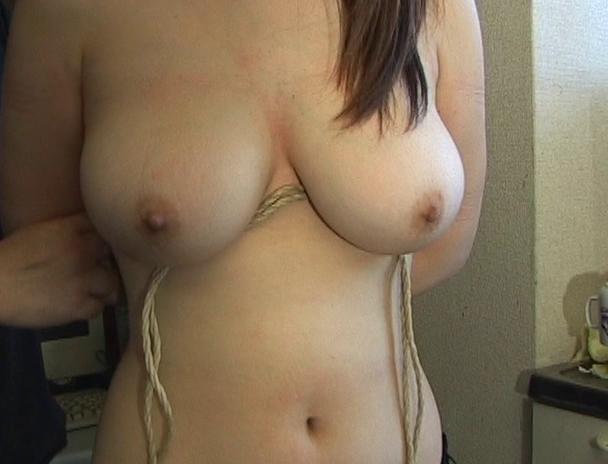 """【おっぱい】緊縛プレイに代名詞でもある""""乳房十文字縛り""""で魅力的なカラダを見せつけてくれちゃっている巨乳な女性たちのおっぱい画像がエロすぎる!【30枚】 23"""