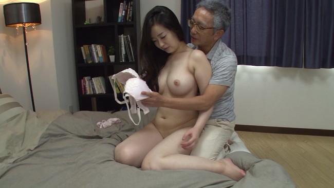 【おっぱい】同居しているお義父さんに中出し近親相姦セックスをされてしまう息子の嫁のおっぱい画像がエロすぎる!【30枚】 09