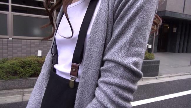 【おっぱい】小さな胸ゆえに感度が凝縮されていく!貧乳にサスペンダーをつけている女の子のおっぱい画像がエロすぎる!【30枚】 01