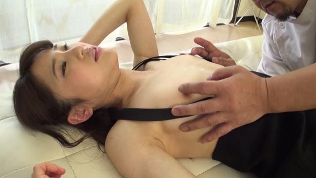 【おっぱい】小さな胸ゆえに感度が凝縮されていく!貧乳にサスペンダーをつけている女の子のおっぱい画像がエロすぎる!【30枚】 16
