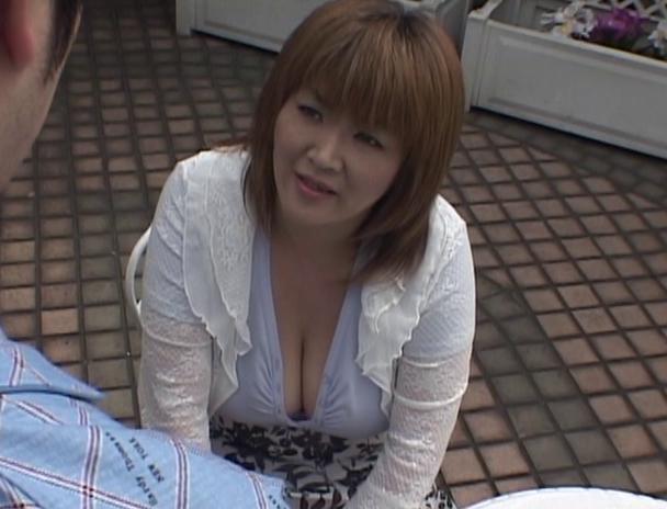【おっぱい】その豊乳と大人の色気で男を魅了する!124cm&Nカップの超爆乳を持つAV女優・城エレンさんのおっぱい画像がエロすぎる!【30枚】 05
