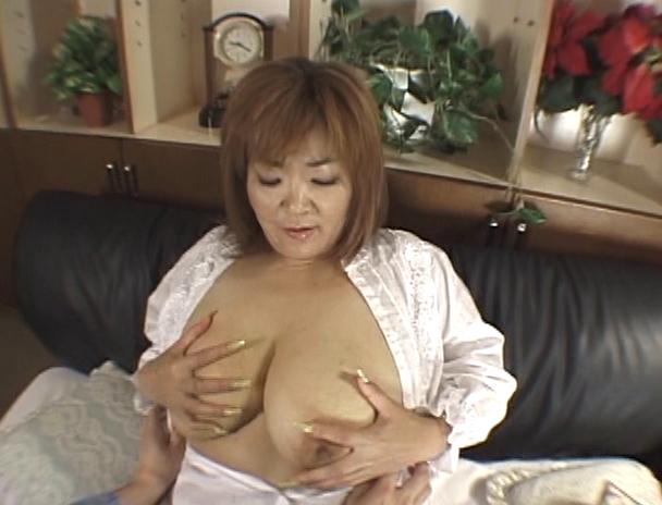 【おっぱい】その豊乳と大人の色気で男を魅了する!124cm&Nカップの超爆乳を持つAV女優・城エレンさんのおっぱい画像がエロすぎる!【30枚】 07