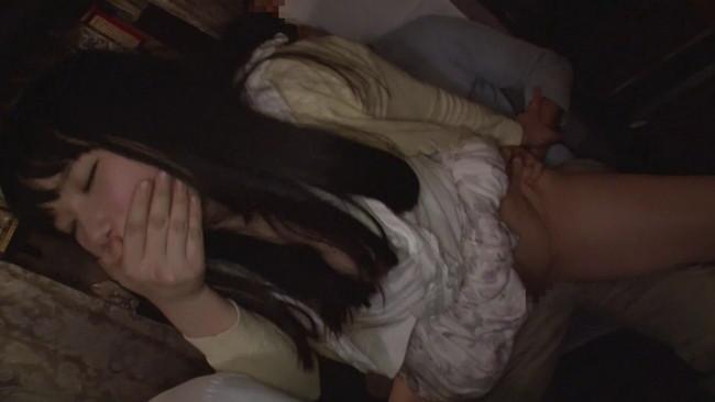 【おっぱい】夜行バスで声も出せずイカされた隙に生ハメ生中出しされてしまった女子大生たちのおっぱい画像がエロすぎる!【30枚】 12