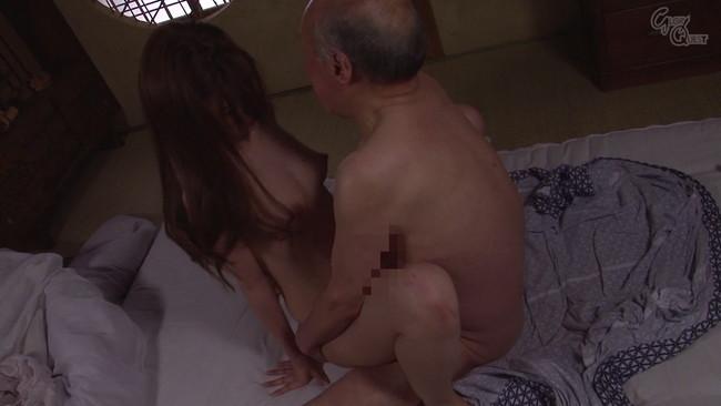 【おっぱい】介護により義父の性力を蘇らせ、禁断の関係にまで陥ってしまう美しい人妻さんたちのおっぱい画像がエロすぎる!【30枚】 26