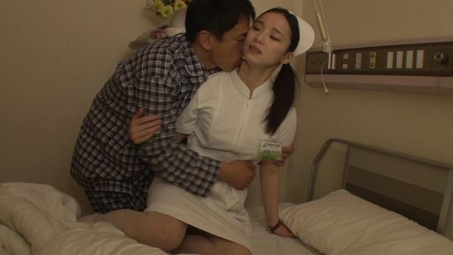 【おっぱい】昨日の事は秘密にしてくれませんか?とこっそり病室にやってきたナースさんたちのおっぱい画像がエロすぎる!【30枚】 09