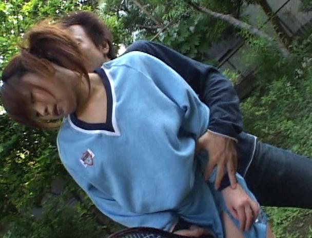 【おっぱい】夏の陽気に汗ばんだ制服はほのかに残る柔軟剤の香りと混じり合い雄の本能を掻立てる美少女たちのおっぱい画像がエロすぎる!【30枚】