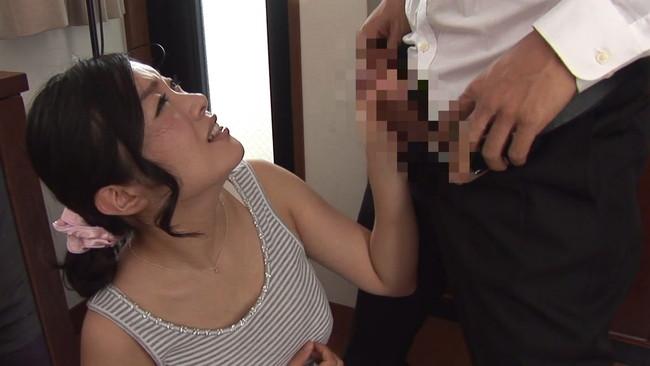 【おっぱい】近親相姦セックスの経験をさせてあげようと思いグズな息子とセックスした巨乳な母親たちのおっぱい画像がエロすぎる!【30枚】 19