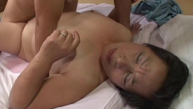 【おっぱい】久々のセックスに我を忘れ喜び悶え中出しに歓喜の絶頂!欲求不満の性欲旺盛な熟女さんたちのおっぱい画像がエロすぎる!【30枚】 23