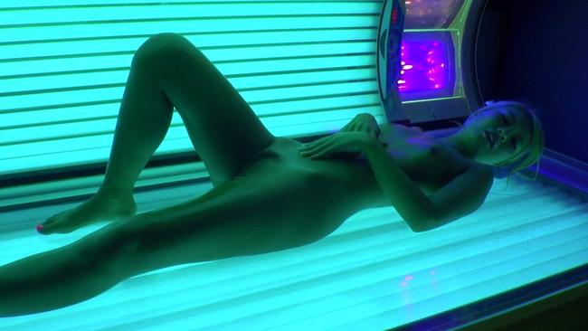 【おっぱい】媚薬入り日焼けオイルを塗らせて、発情したヨダレダラダラでイキ狂った黒ギャルたちのおっぱい画像がエロすぎる!【30枚】 01