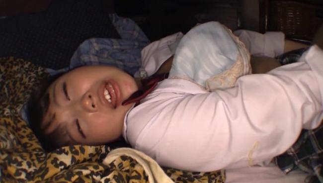 【おっぱい】出会い系サイトで捕まえペットとしてエロ調教!家出した爆乳JKの女の子のおっぱい画像がエロすぎる!【30枚】 01