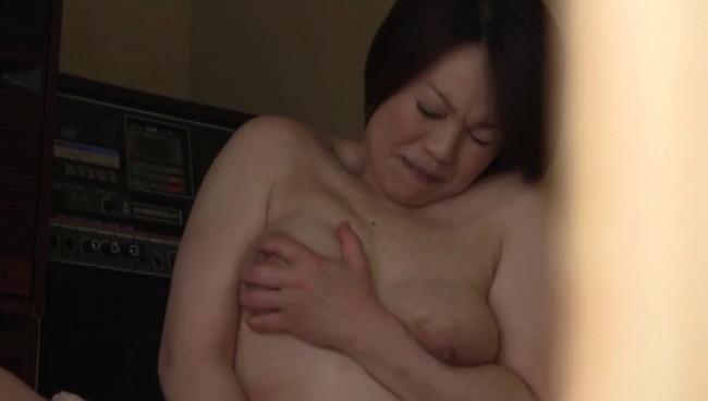 【おっぱい】汗ばみ溢れる熟汁おばちゃんの膣内注入!四十路五十路の田舎のおばちゃんたちのおっぱい画像がエロすぎる!【30枚】 30