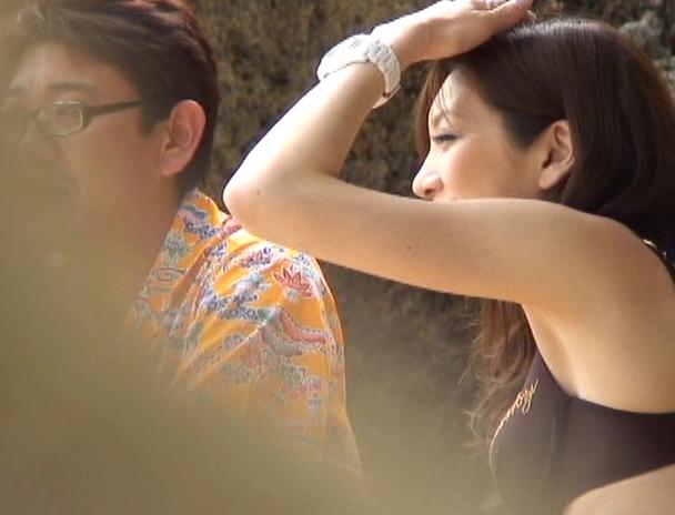 【おっぱい】青い空!白い砂浜!日差し照りつける暑いサマービーチでナンパされちゃっている女の子たちのおっぱい画像がエロすぎる!【30枚】 08