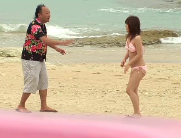 【おっぱい】青い空!白い砂浜!日差し照りつける暑いサマービーチでナンパされちゃっている女の子たちのおっぱい画像がエロすぎる!【30枚】 16