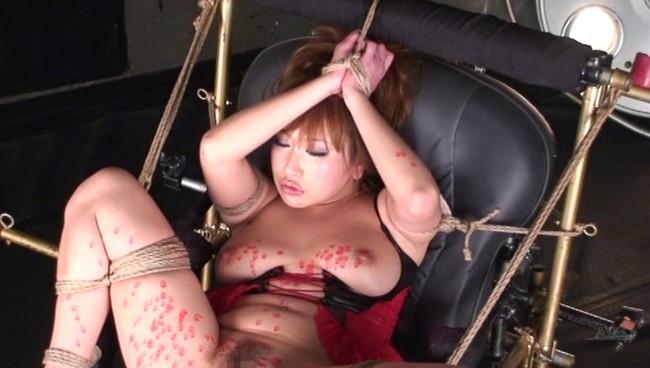 【おっぱい】アクメ調教の最終兵器として、たびたび登場する、拘束仕上げ椅子でイキ狂いまくる女の子たちのおっぱい画像がエロすぎる!【30枚】 05