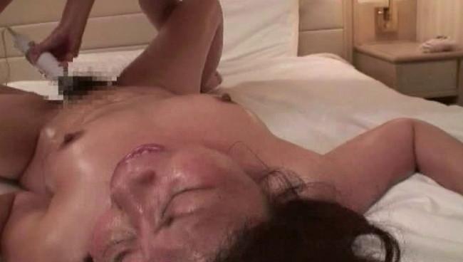 【おっぱい】オイルまみれ!ぬるぬるレズビアンエステで施し施されてイカされてしまう熟女さんたちのおっぱい画像がエロすぎる!【30枚】 17
