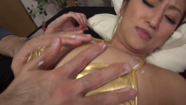 【おっぱい】Gカップ爆乳と、日焼けした褐色のエロボディでフェロモンむんむんの女社長のおっぱい画像がエロすぎる!【30枚】 30