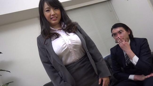 【おっぱい】新人君が童貞で悩んでいることを初めて知り、筆おろしをしちゃっている上司の女性社員たちのおっぱい画像がエロすぎる!【30枚】 25