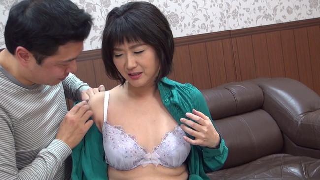 【おっぱい】セックスレスでもう何年もしていない完熟妻たちのおっぱい画像がエロすぎる!【30枚】 01