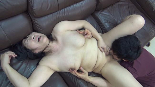 【おっぱい】セックスレスでもう何年もしていない完熟妻たちのおっぱい画像がエロすぎる!【30枚】 11