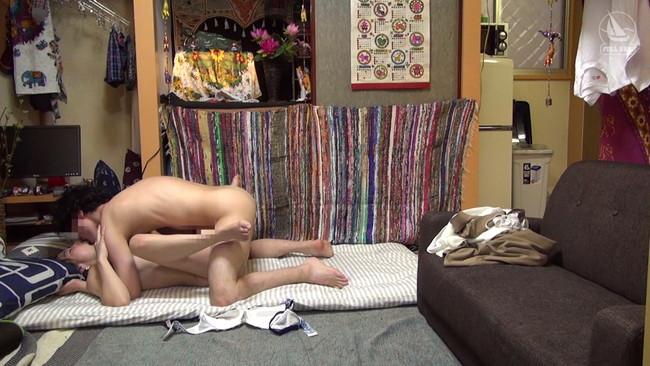【おっぱい】ただヤリたいだけで部屋に女を連れ込む男と、若い男に興味を持ったパート帰りの妖艶人妻のおっぱい画像がエロすぎる!【30枚】 04