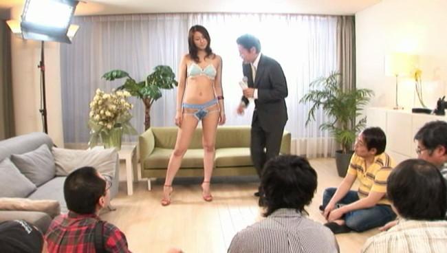 【おっぱい】元ファッションモデルの174cmボディのおっぱい画像がエロすぎる!【30枚】