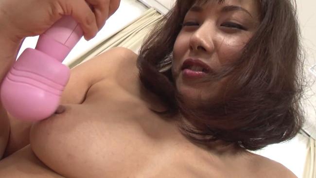 【おっぱい】Fカップ乳をいじり倒したら引くほど乳首ボッキしちゃって大変な椿かなりさんのおっぱい画像がエロすぎる!【30枚】 10