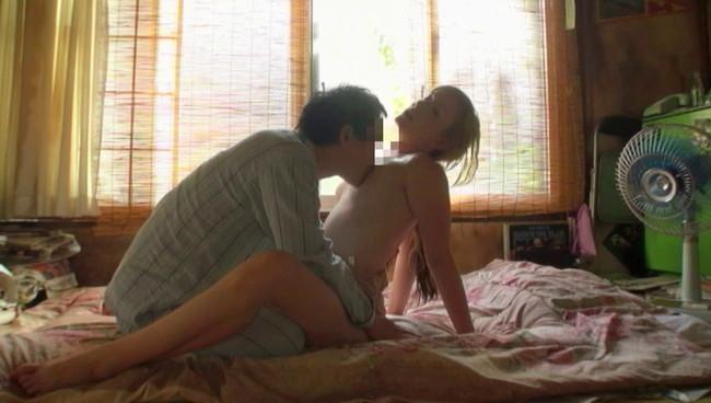 【おっぱい】四畳半で愛を知る青い瞳の金髪人妻さんのおっぱい画像がエロすぎる!【30枚】 05