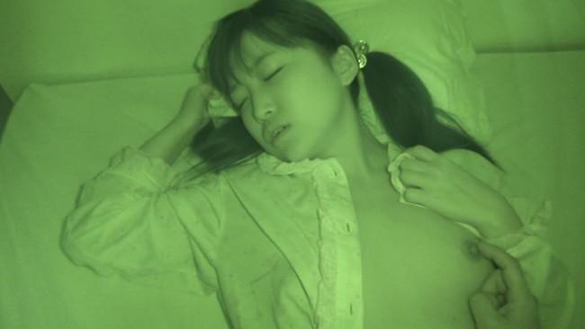 【おっぱい】寝静まった深夜、奇行に及ぶ愚かな兄!夜這いされてなお盗撮までされてしまう妹のおっぱい画像がエロすぎる!【30枚】 19
