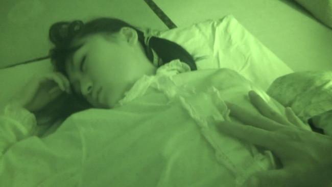 【おっぱい】寝静まった深夜、奇行に及ぶ愚かな兄!夜這いされてなお盗撮までされてしまう妹のおっぱい画像がエロすぎる!【30枚】 21