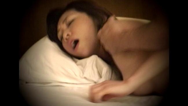 【おっぱい】求人広告を見て、覗き盗撮部屋で不倫セックスをしまくってしまう熟女な人妻さんたちのおっぱい画像がエロすぎる!【30枚】 12