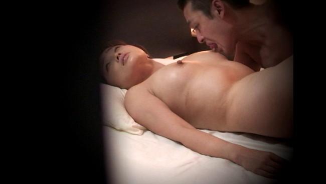 【おっぱい】求人広告を見て、覗き盗撮部屋で不倫セックスをしまくってしまう熟女な人妻さんたちのおっぱい画像がエロすぎる!【30枚】 17