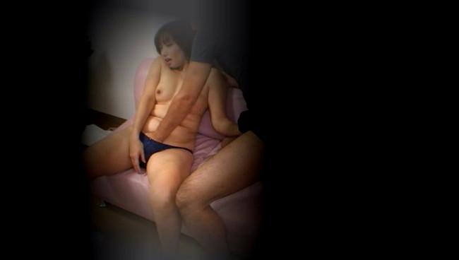 【おっぱい】求人広告を見て、覗き盗撮部屋で不倫セックスをしまくってしまう熟女な人妻さんたちのおっぱい画像がエロすぎる!【30枚】 28