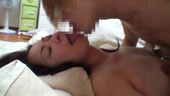 【おっぱい】無防備な寝姿をみてしまったら性衝動を抑える事なんて出来やしない!貞淑な人妻さんたちのおっぱい画像がエロすぎる!【30枚】 22