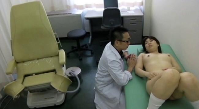 【おっぱい】優しいお医者さんはとんでもない変態医師!麻酔で眠らされてわいせつ行為をされてしまう女性たちのおっぱい画像がエロすぎる!【30枚】 11