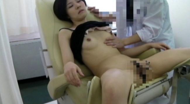 【おっぱい】優しいお医者さんはとんでもない変態医師!麻酔で眠らされてわいせつ行為をされてしまう女性たちのおっぱい画像がエロすぎる!【30枚】 19