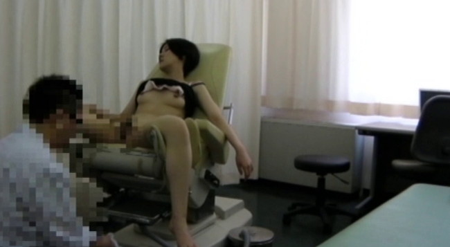 【おっぱい】優しいお医者さんはとんでもない変態医師!麻酔で眠らされてわいせつ行為をされてしまう女性たちのおっぱい画像がエロすぎる!【30枚】 28